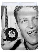 Bobby Hull Scores 50th Goal Duvet Cover by Underwood Archives