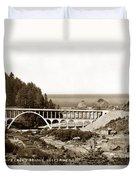 Cape Creek Bridge And Heceta Oregon Head Lighthouse  Circa1933 Duvet Cover