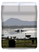Cartoon - Shalimar Garden - The Dal Lake And Mountains In The Background In Srinagar Duvet Cover