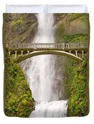 Close Up View Of Multnomah Falls In The Columbia River Gorge Of Oregon Duvet Cover