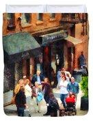 Crowded Sidewalk In New York Duvet Cover