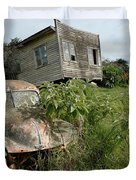 Derelict Morris And Old Truck On An Abandoned Farm Duvet Cover
