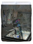 Droid Discovering A Weapons Cache Duvet Cover