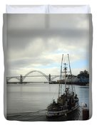 Fisherman At Newport Bay In Oregon II Duvet Cover