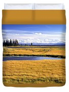 Geese At Yellowstone Lake Duvet Cover
