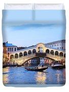 Gondola In Front Of Rialto Bridge At Dusk Venice Italy Duvet Cover