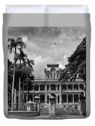 Hawaii's Iolani Palace In Bw Duvet Cover