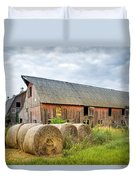 Hay Bales And Old Barns Duvet Cover by Gary Heller