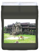 Horse In Front Of Outer Building In Angkor Wat In Angkin Angkor Wat Archeological Park-cambodia Duvet Cover