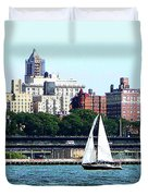 Manhattan - Sailboat Against Manhatten Skyline Duvet Cover