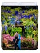 New York Lovers In Springtime Duvet Cover