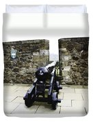 Oil Painting - Cannons And Cannon Balls At Walls Of Stirling Castle Duvet Cover