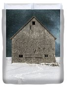 Old Barn In A Snow Storm Duvet Cover by Edward Fielding