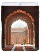Praying At The Jama Masjid Mosque - Old Delhi Duvet Cover