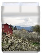 Red Barn In Hood River Pear Orchard Duvet Cover