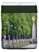 Royal Air Force Memorial By The River Thames 5801 Duvet Cover