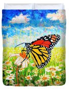 Royal Monarch Butterfly In Daisies Duvet Cover