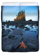 Sea Stacks And Star Fish Duvet Cover