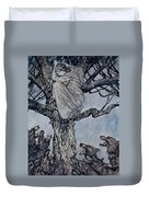 She Looked With Angry Woe At The Straining And Snarling Horde Below Illustration From Irish Fairy  Duvet Cover