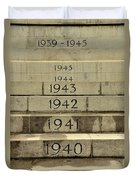 Singapore Cenotaph Monument Yearly Steps For World War Two Duvet Cover
