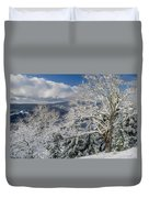Snow Scene At Berry Summit Duvet Cover