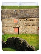 Stone Barn With Red Doors In Swaledale Yorkshire Dales Duvet Cover