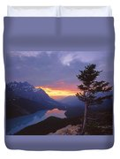 1m3607-sunset Over Peyto Lake Duvet Cover