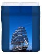 Tall Ships Race In The Ocean, Baie De Duvet Cover