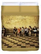 Tourists On Bench - Taormina - Sicily Duvet Cover