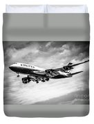 United Airlines Airplane In Black And White Duvet Cover by Paul Velgos