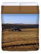 Weathered Barn In Field Duvet Cover