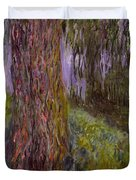 Weeping Willow And The Waterlily Pond Duvet Cover