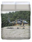 Wolfhounds Air Assault From A Uh-60 Duvet Cover