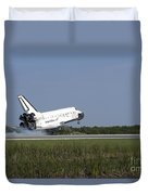 Space Shuttle Discovery Lands On Runway Duvet Cover