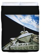 Space Shuttle Endeavour Duvet Cover by Science Source