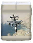 An F-16 Fighting Falcon Refuels Duvet Cover