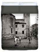 Children At Play In A Venice Piazza Duvet Cover