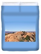Hiker At Edge Of Upheaval Dome - Canyonlands Duvet Cover