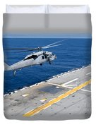 N Mh-60s Sea Hawk Helicopter Lifts Duvet Cover