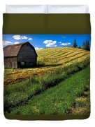 Old Barn In A Field Duvet Cover