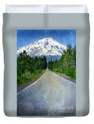 Road Leading To Snow Covered Mount Shasta Duvet Cover