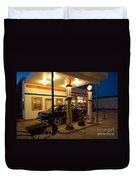 Route 66 Garage At Night Duvet Cover