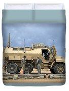 U.s. Army Sergeant Refuels A Caiman Duvet Cover