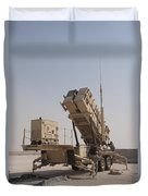 U.s. Army Soldiers Power-up A Mim-104 Duvet Cover