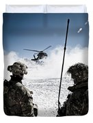 U.s. Army Soldiers Watch The Arrival Duvet Cover