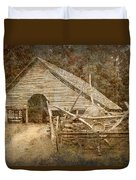 Vintage Looking Old Barn In The Great Smokey Mountains Duvet Cover