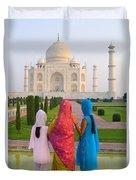 Hindu Women At The Taj Mahal Duvet Cover by Bill Bachmann - Printscapes