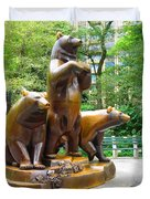 Three Bronze Sculpture Statue Of Bears Great Attraction At New York Ny Central Park By Navinjoshi Duvet Cover