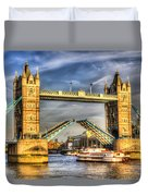 Tower Bridge And The Dixie Queen Duvet Cover