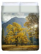 1m6611-oak Trees And Middle Cathedral Rock In Autumn Duvet Cover